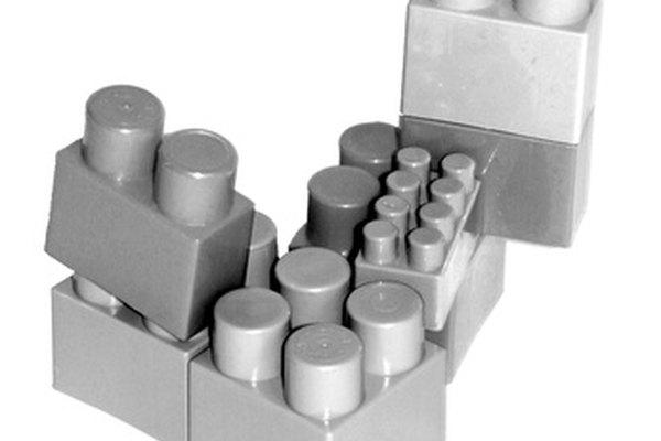 Las piezas de Lego de construcción son muy populares entre los niños y los adultos.
