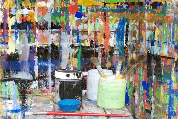 Los acrílicos son una pintura a base de plástico.