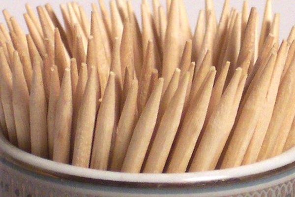Los palillos de dientes son un excelente material de construcción para pequeñas manualidades.