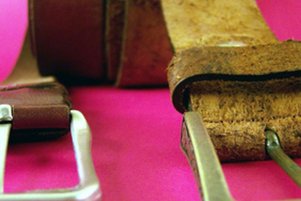 Cinturones de cuero.