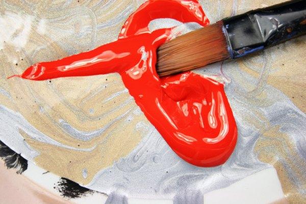 Con un pincel, algo de pintura y un poco de paciencia puedes devolverle el color a una figura de acción usada.
