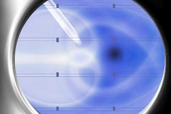 Un microscopio compuesto consiste de un ocular y un lente objetivo.