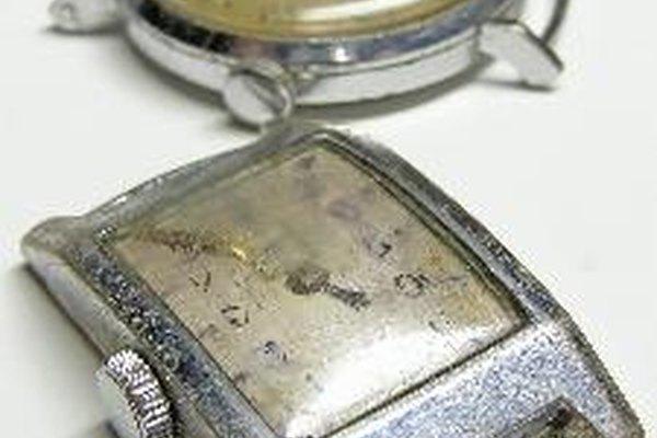 Si quieres examinar el interior de tu Wittnauer nuevo, debes llevarlo con un relojero experto.