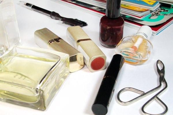 La glicerina se añade a las lociones, cosméticos y jabones líquidos transparentes para ayudar a humecer y unirlos.
