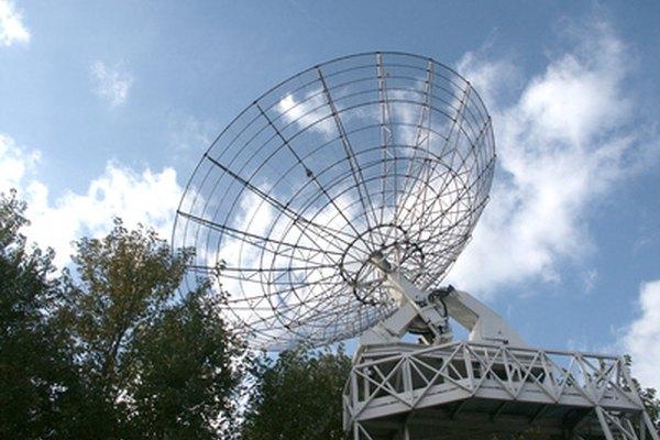 Una antena satelital es un ejemplo de una parábola.