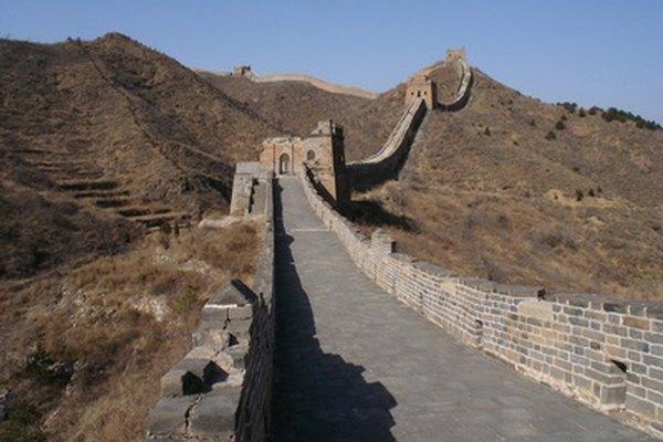 Construye un modelo de la Gran Muralla China para la escuela.