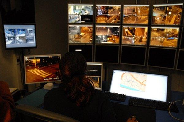 Conectar cámaras de seguridad directamente a la TV para monitorear sin grabar.