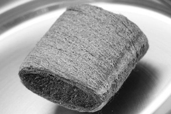 Los limpiadores abrasivos, como esponjas de acero, dañarán las superficies de granito fabricadas.