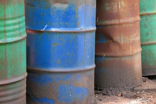 Tanques de aceite antes de ser cortados para hacer el horno.