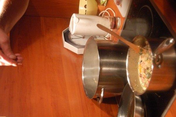 Ofrecer clases de cocina es una gran manera de estar en el negocio de la cocina sin un montón de gastos indirectos.