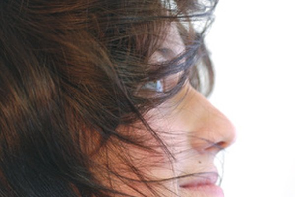 Utiliza las cáscaras de nuz para dar a tu cabello castaño un tono más oscuro.