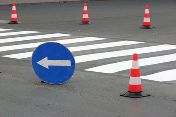Preparar conos de tráfico es una buena manera de practicar ciertos aspectos de un examen de manejo.
