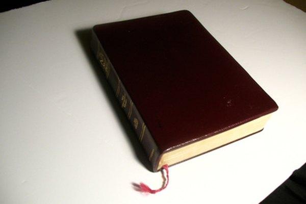 El cuero regenerado se utiliza comúnmente en cubiertas de biblias.