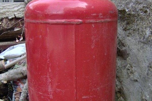 Los contenedores de gasolina aprobados ayudan a evitar accidentes y derrames.
