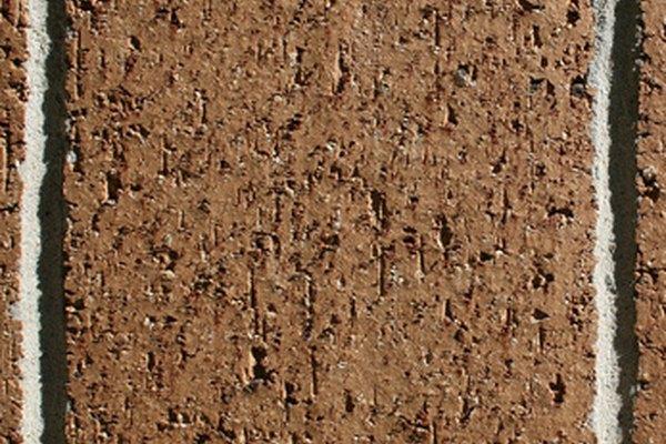 El suelo laterítico es a menudo de color rojizo y se utiliza como material de construcción.