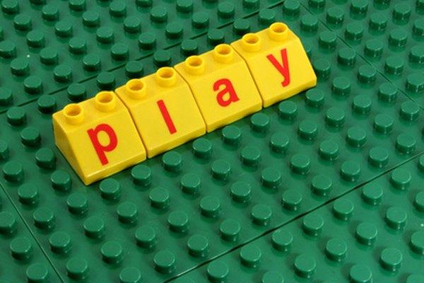 Los niños aprenden y crecen jugando.