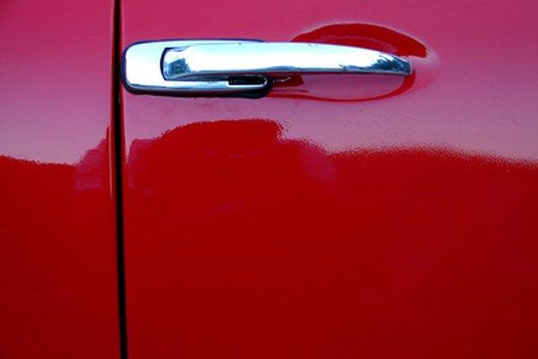 Hay diferencias sutiles entre la pintura de automóviles metálica y perlada.