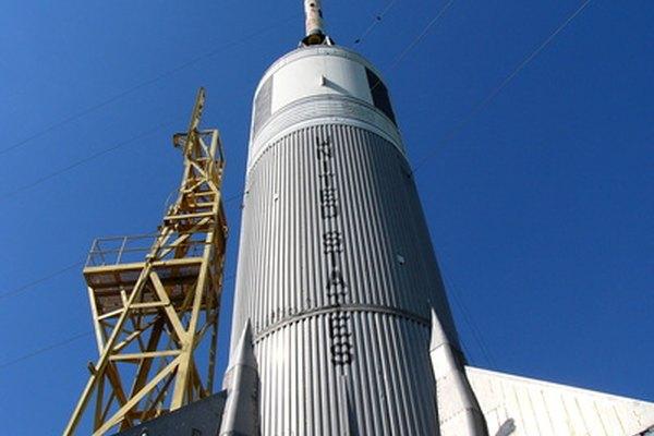 La hidrazina se utiliza como propelente en algunos cohetes de combustible líquido.