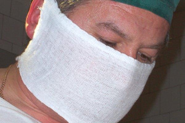 Para mejorar o restaurar las funciones corporales, los cirujanos abren el cuerpo para reparar o extirpar las áreas dañadas o enfermas.