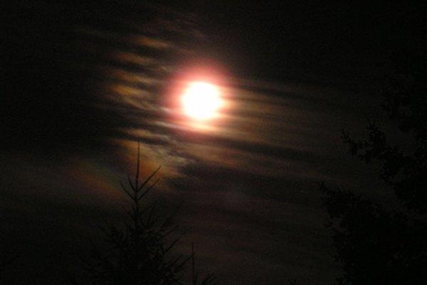 Las fases de la luna dependen de la posición relativa de esta con respecto a la Tierra y al sol.