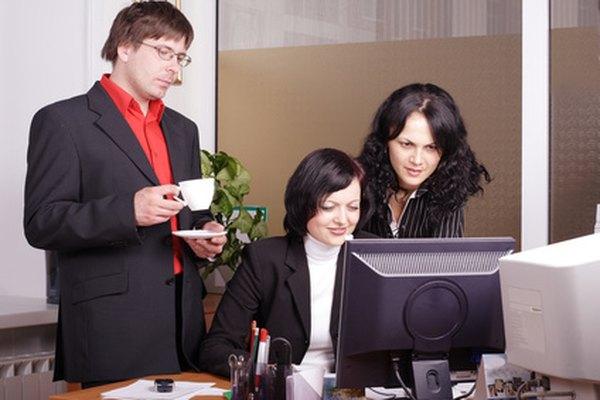 Entrenar supervisores correctamente sobre HIPAA y COBRA protege a un empleador.