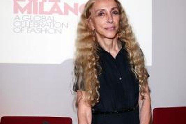 La editora Franca Sozzani de la revista Vogue Italia's recibe un salario mientras influye en la industria de la moda.