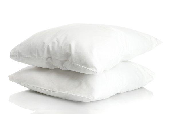Hacer almohadas es un excelente proyecto de costura para principiantes.