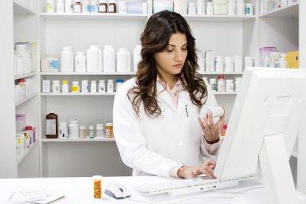 Un auxiliar de farmacia puede manejar los historiales de los pacientes y hacer el inventario de stock, pero no puede dispensar recetas.