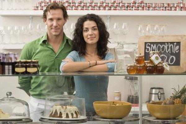 Los dueños de un pequeño negocio se enfrentan a diversos retos.