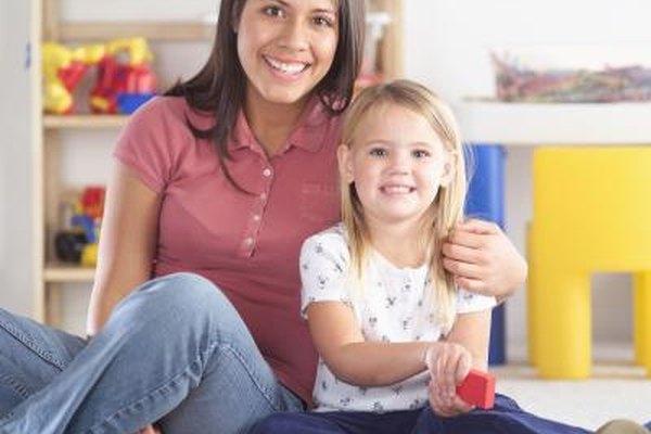 Las niñeras enfocan toda su atención en el bienestar del niño.