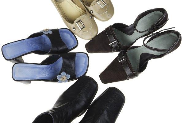 Si no es posible retirar las plantillas, utiliza la parte inferior de tu zapato como guía.