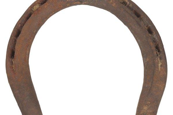 La fase final de la elaboración de una herradura implica la aplicación del proceso de acabado.