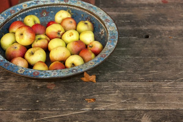 Pan with apples