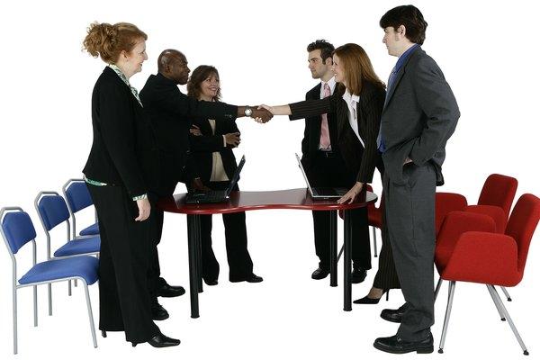 El trabajo social tiene una serie de especialidades en las que se encuentran los trabajadores sociales y la práctica social clínica.
