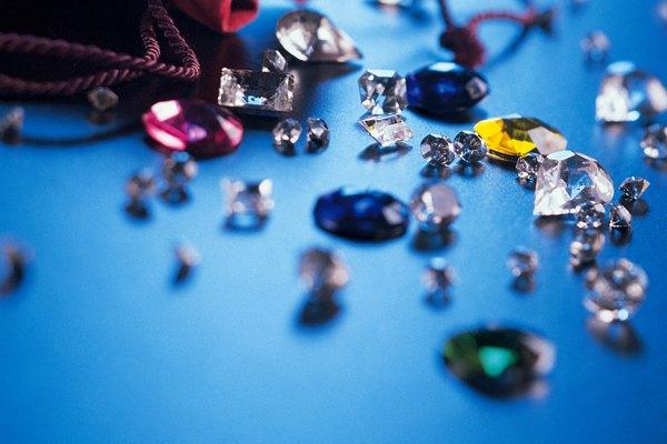 Limpia el cristal, piedra preciosa o metal antes de usarlo.