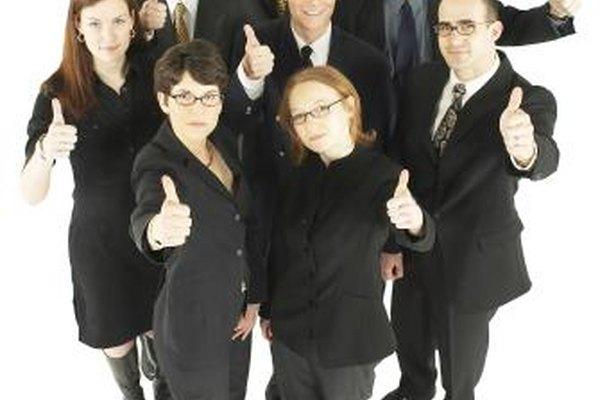 Un equipo de operaciones de venta tiene miembros de diferentes antecedentes de negocios.