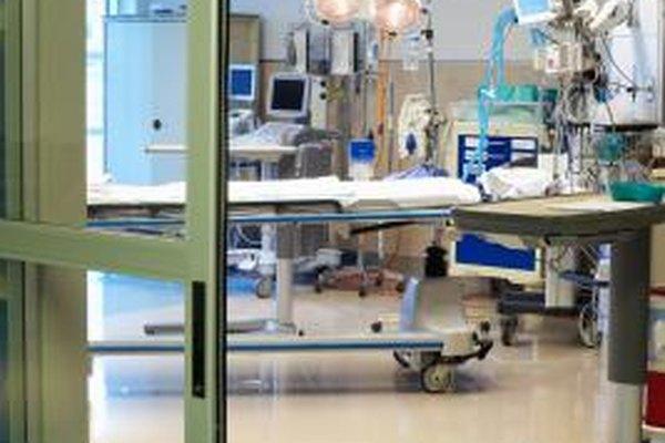 Las enfermeras de cuidados intensivos, cuidan pacientes en situaciones críticas.