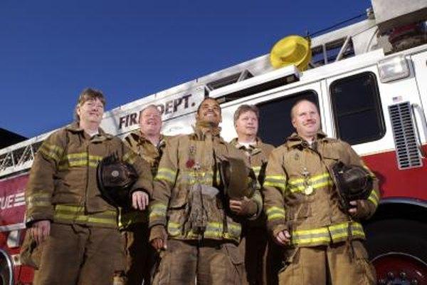 Trabajar de bombero incluye trabajo en equipo.