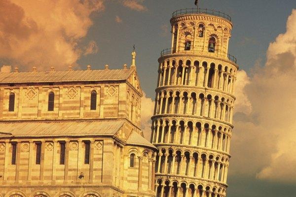 Reúne materiales necesarios para el proyecto de arte de la Torre inclinada de Pisa.