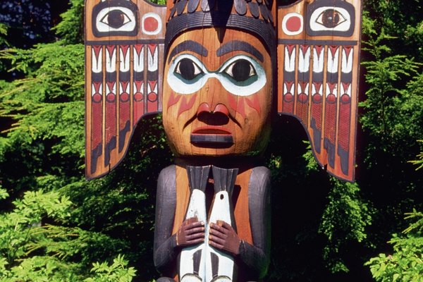 Los tótems están asociados a varias tribus de Alaska, incluyendo al pueblo de Ketchikan.