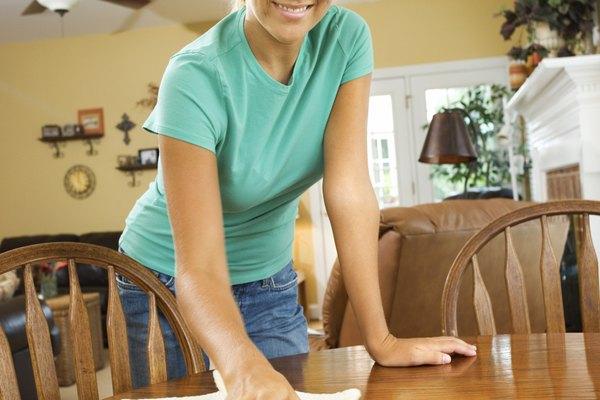 Limpia todas las salpicaduras aflojadas con un paño limpio y deshazte de ellas adecuadamente.