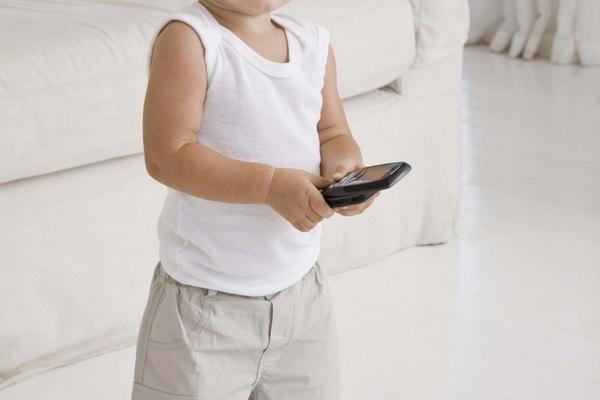 Ayuda a tu infante a crear su propio teléfono para que éste pueda jugar y aprender en el proceso.