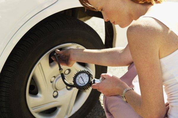 La correcta presión de las llantas puede mejorar el kilometraje de combustible.