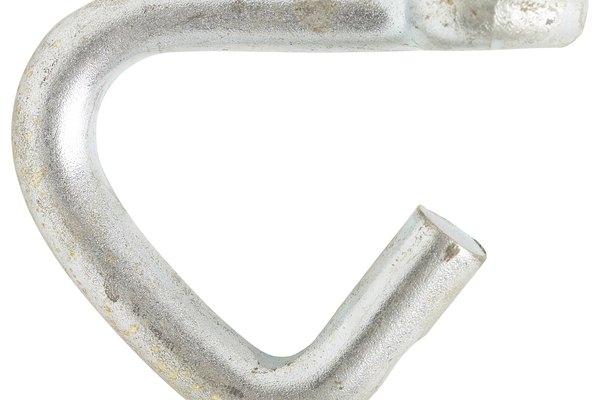 Por definición, los metales puros consisten en un elemento único.