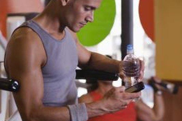 Muchos entrenadores de CrossFit evitan el gimnasio y el entrenan fuera con el terreno natural.