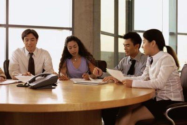 Los administradores de oficina pueden mejorar las habilidades para trabajar de forma más eficaz con otros miembros del personal.