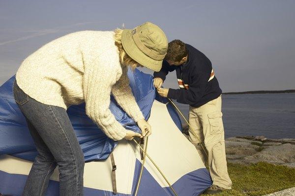 El sellador de costuras ofrece protección extra contra la intemperie al acampar.