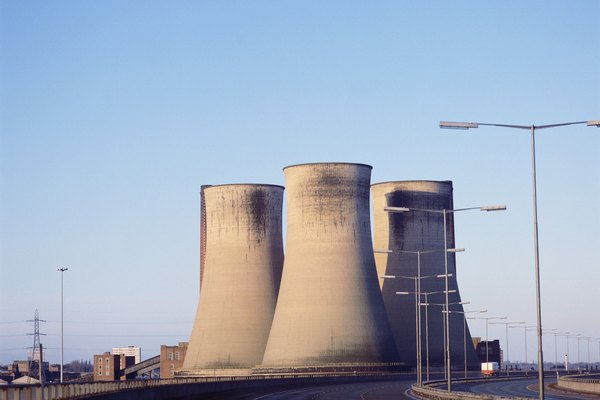 Las torres de enfriamiento son utilizadas en plantas nucleares para refrigerar los núcleos del reactor.