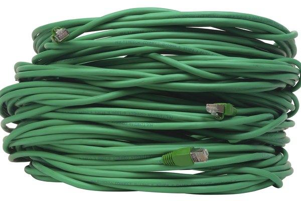 El par trenzado sin blindaje de cable es la forma más común usada para las redes Ethernet de 100 Mbps.