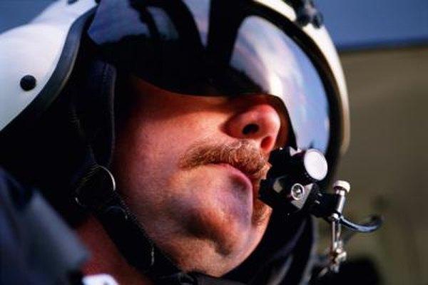 Los pilotos de helicóptero pasan por un entrenamiento intenso.